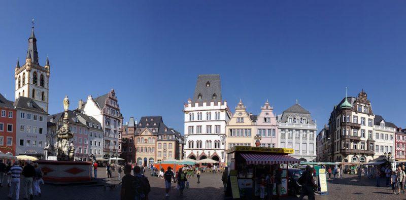 Weinstand am Hauptmarkt in Trier